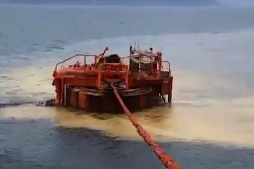 Фонтан нефти устроил экологическое бедствие в Чёрном море под Новороссийском