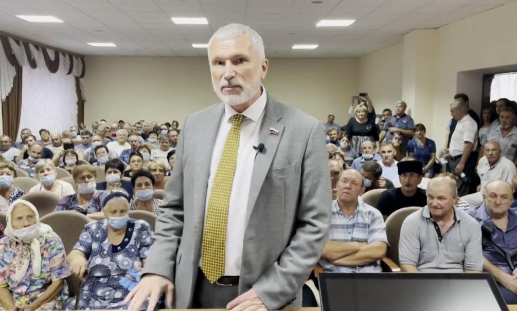 Лидер партии «Родина» Алексей Журавлёв призвал губернатора Ставрополья остановить вывод колхоза «Россия» на Кипр