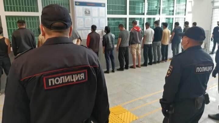 Видео: 20 мигрантов устроили бойню в московском хостеле