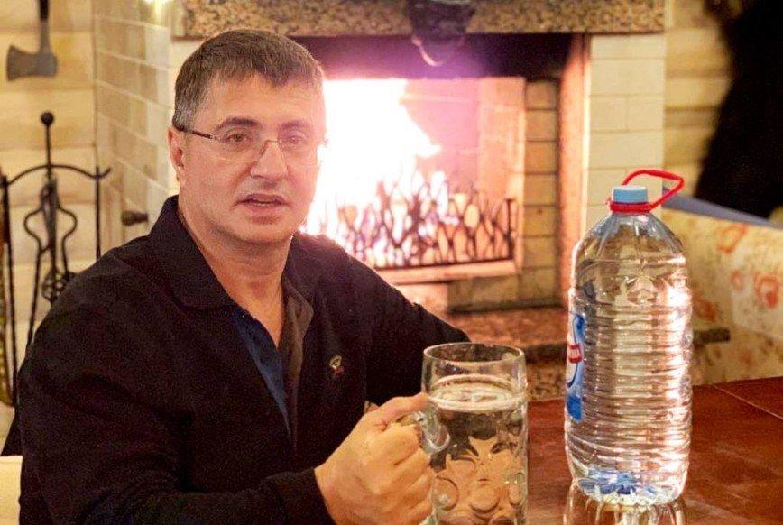 Доктор Мясников заявил о пользе алкоголя при коронавирусе