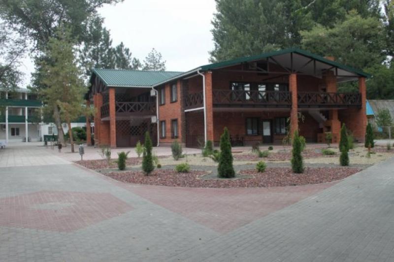 Теряли сознание, температурили до+40С: вспортивном лагере вРостовской области массово отравились дети