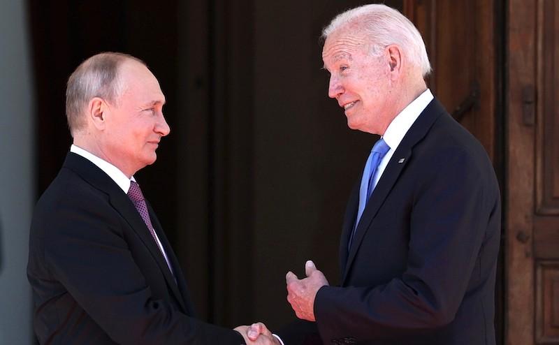 Политолог разоблачил хитрый план Байдена по свержению Путина