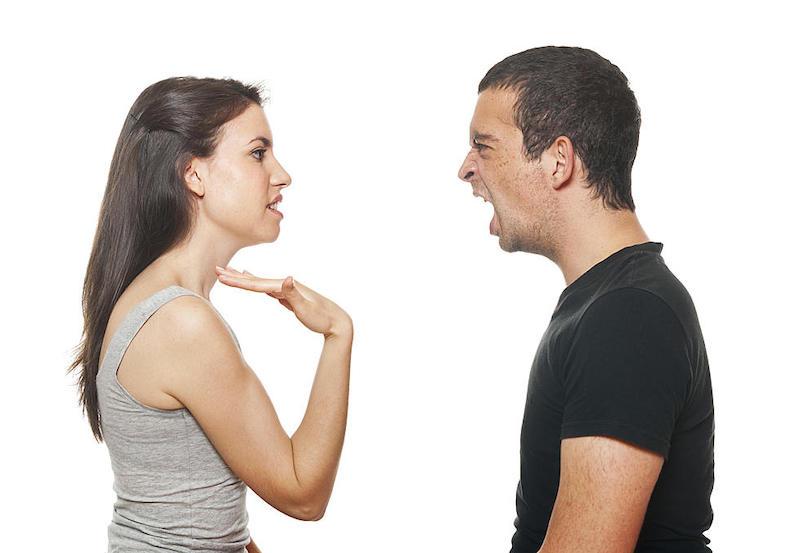 «Пиши заяву»: в Якутии ревнивый муж узнал о связи жены с полицейским и потребовал написать жалобу на любовника