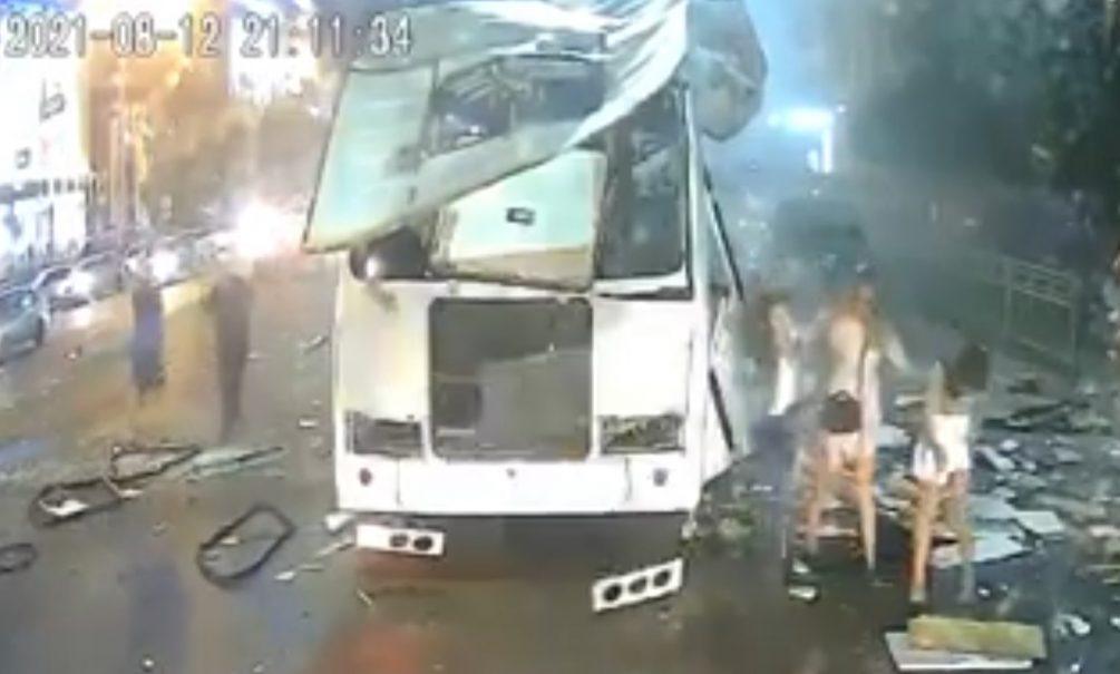 Опубликованы два видео момента взрыва автобуса в Воронеже