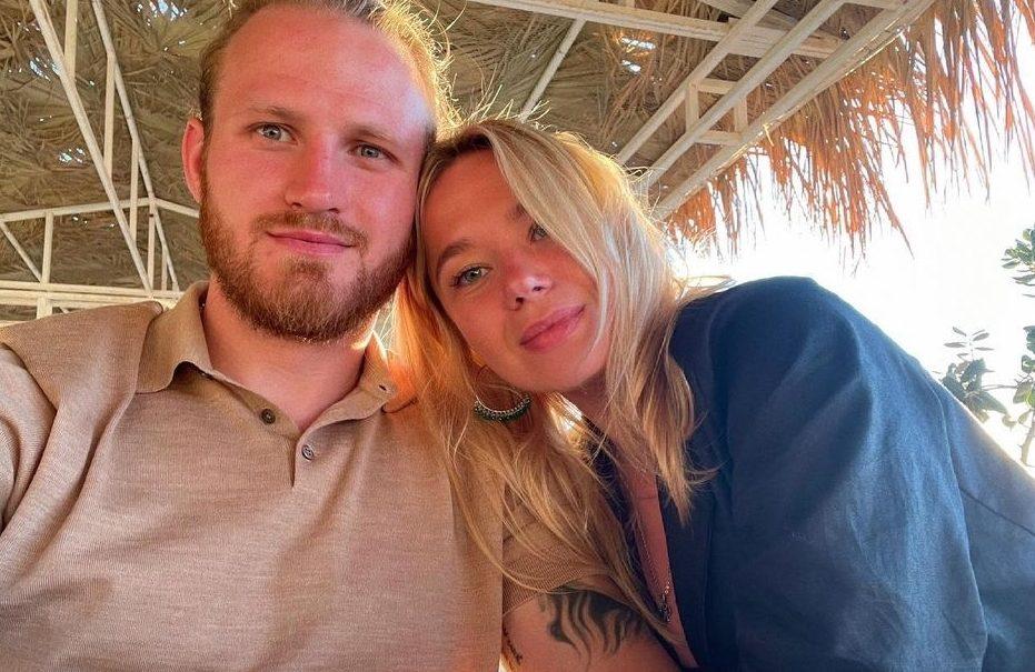 Бросивший Пелагею с дочерью хоккеист Телегин женился на дочери миллионера