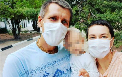 «Ваш ребенок— нежилец»: семью изСевастополя угрожают лишить родительских прав из-за заболевшего малыша
