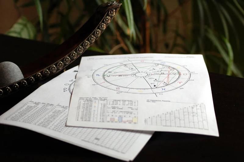 Предсказавший закрытие границ астролог знает, когда закончится пандемия