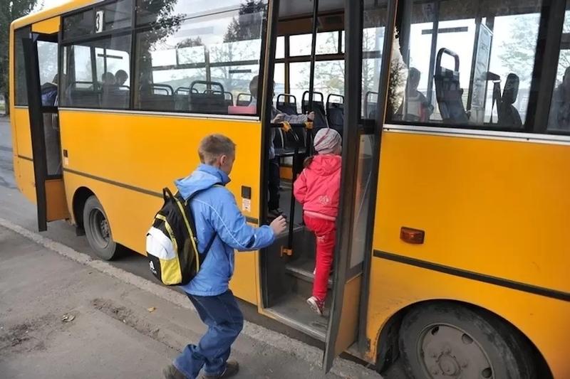 Не заметил: в Ярославле водитель автобуса зажал в дверях и проехался по трехлетней девочке
