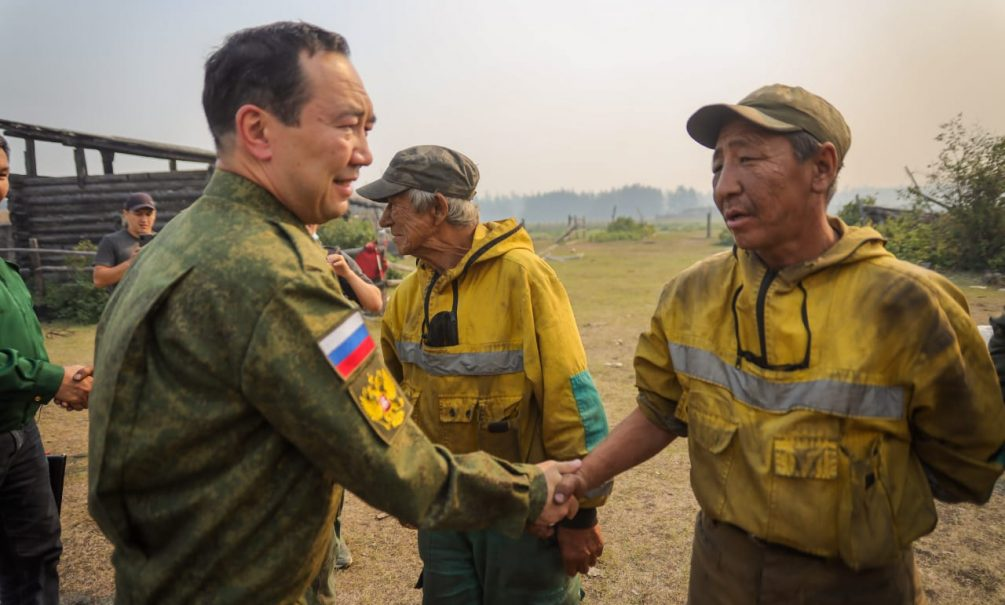 Глава Якутии Айсен Николаев поручил возместить ущерб людям, лишившимся жилья и имущества из-за пожаров