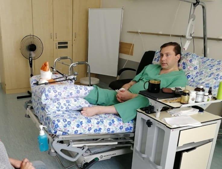 Глава Смоленской области сломал ногу во время игры в баскетбол