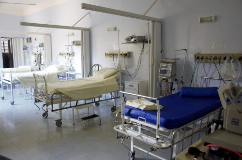 «Сняли 80 тысяч рублей иеще хотели взять кредит»: вковидном госпитале Мурманска обобрали умершего пациента