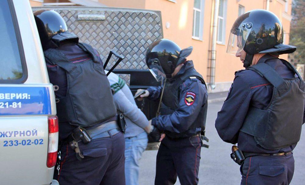 «Таким гостям мы не рады»: сотни мигрантов депортировали после массовых драк в Москве