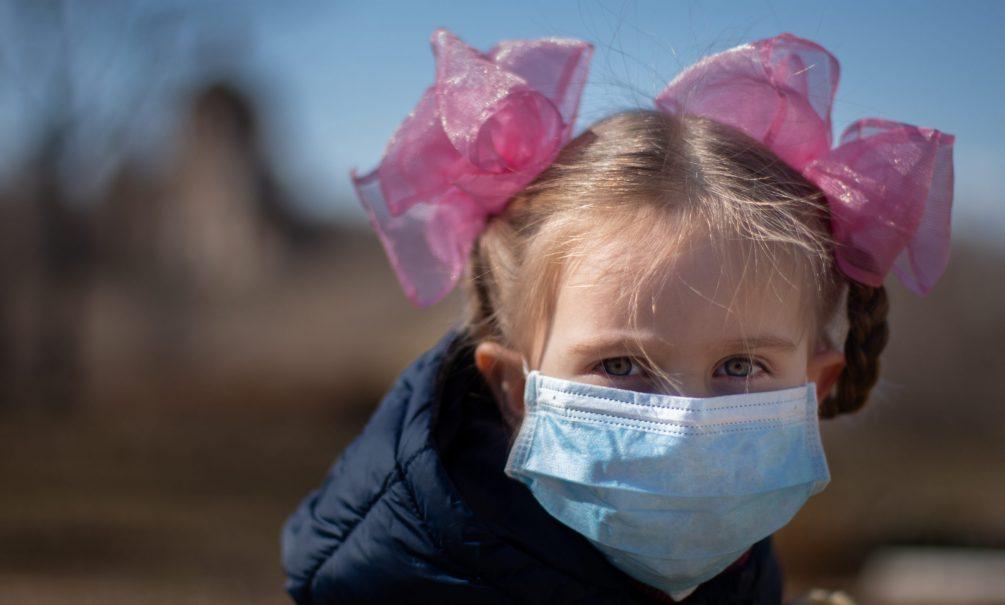 «У нас что, пандемия закончилась?»: массовые мероприятия в регионах вызывают непонимание у людей
