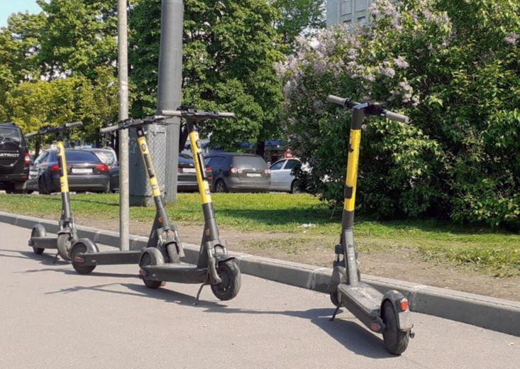 В Москве завелся «самокатный мститель» – за ночь злоумышленник испортил 400 устройств