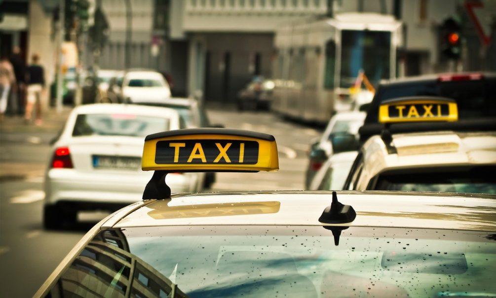 Динамили и динамить будем: таксисты объяснили, почему  берут заказы, но прячутся и отказываются везти пассажиров