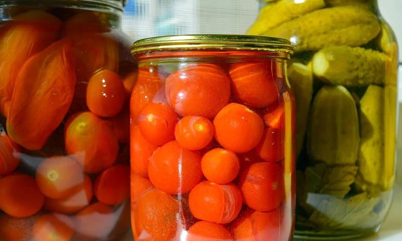 Россиян начнут штрафовать за соленые помидоры в подвалах