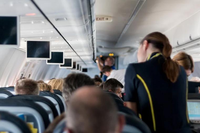 Стюардессы рассказали о самых раздражающих просьбах пассажиров