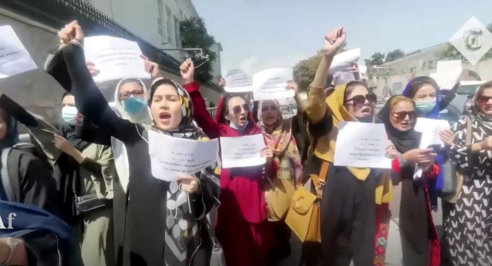 Талибы разогнали стрельбой и газом женскую демонстрацию в Кабуле, которую сами разрешили