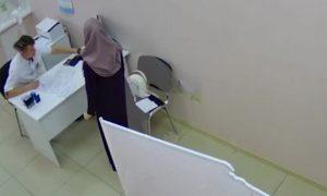 Муж пациентки в хиджабе избил российского врача после осмотра жены