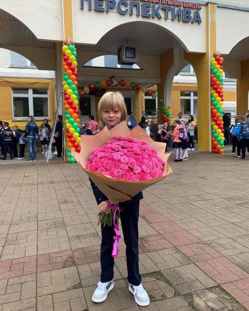 Звонок на урок: Самойлова, Лазарев, Бородина и другие звезды проводили детей в школу