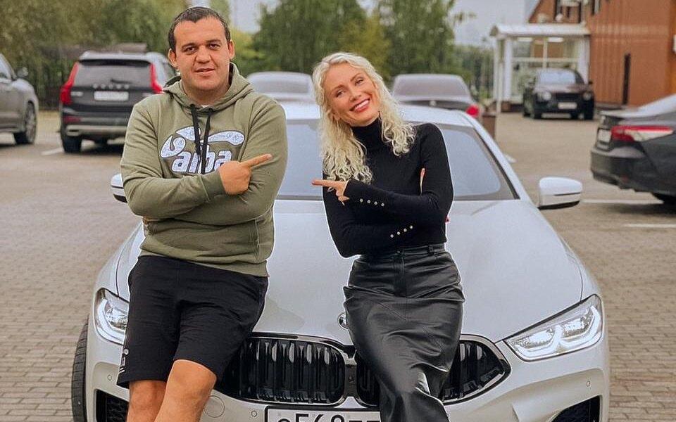 «Будто я в кино»: Кате Гордон подарили авто за 12 миллионов рублей