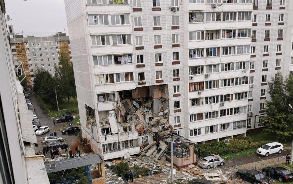 Взрыв уничтожил три этажа жилого дома в Ногинске