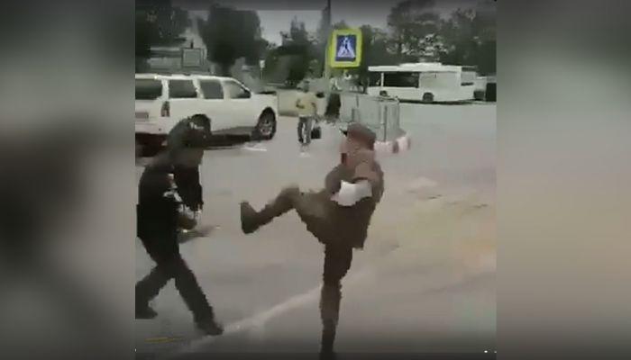 Барнаульский контрактник избил двух военных полицейских и попал на видео