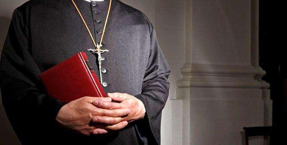 Священника арестовали за растрату пожертвований на наркотики и секс-вечеринки