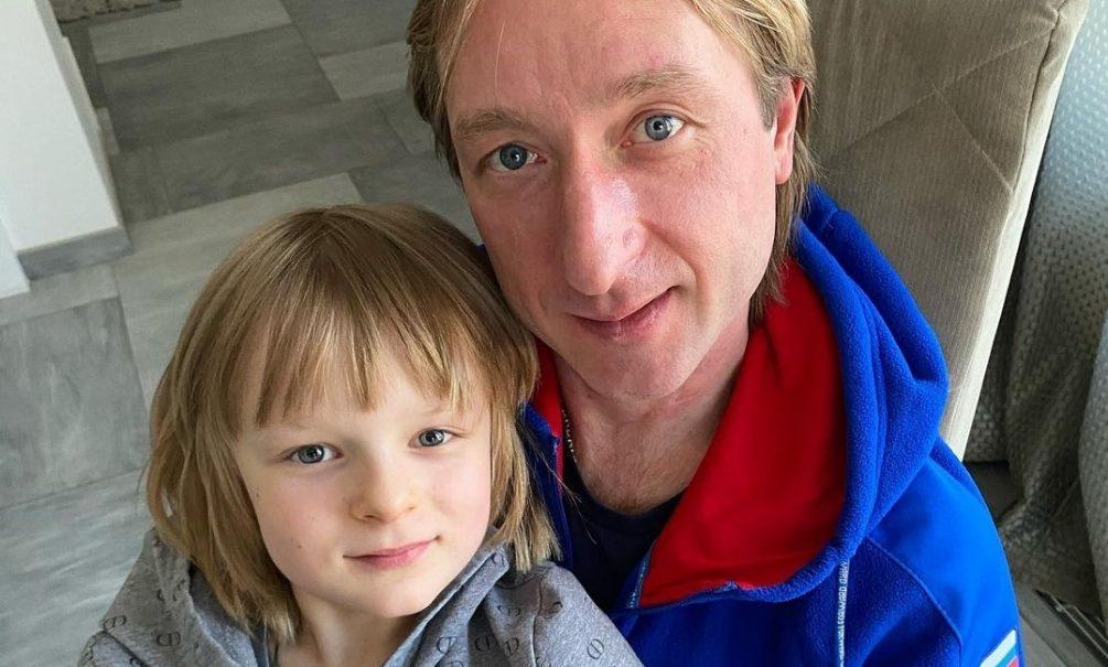 «А ребенка не жалко?»: Плющенко показал тренировку 8-летнего сына со сломанной рукой