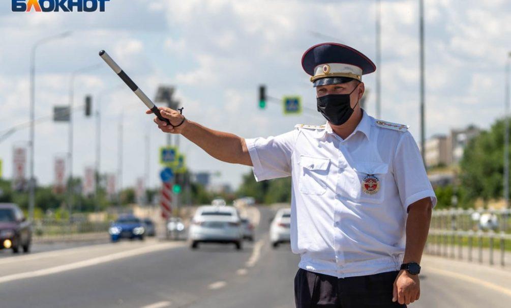 ГИБДД начала штрафовать водителей за шторки и каркасные сетки