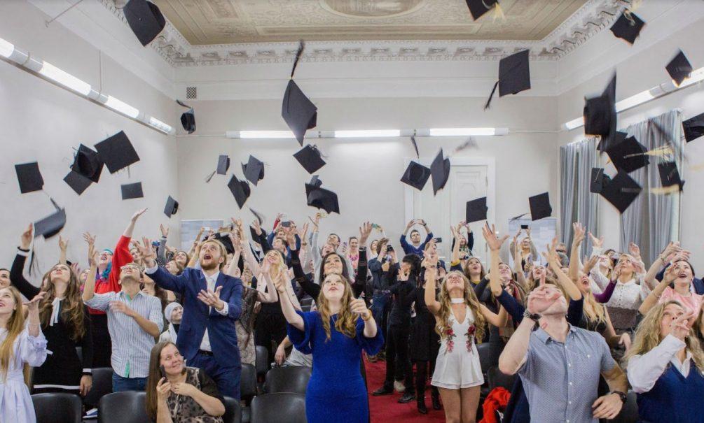 «Рады любому куску от чиновников»: в России предложили сделать выплаты к школе ежегодными