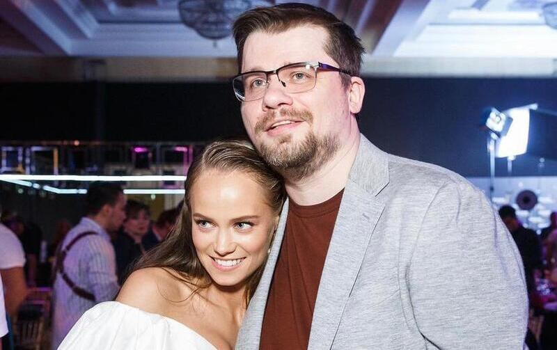 Одобрила невестку: Гарик Харламов познакомил новую возлюбленную с мамой