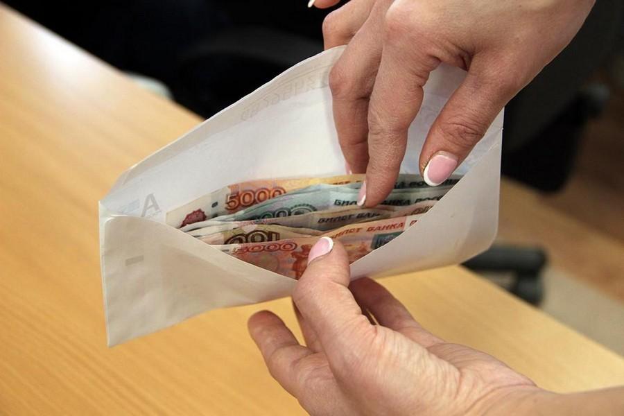 Аналитики выяснили, сколько россиян готовы получать зарплату «в конверте»