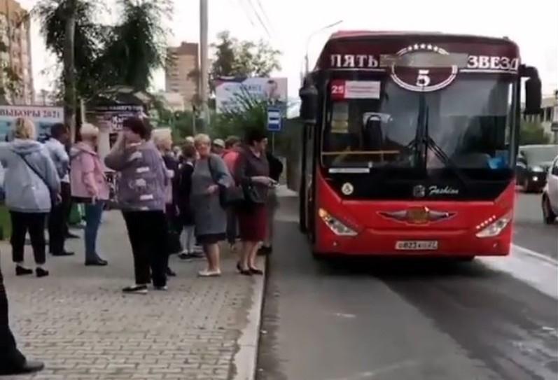 Пассажиры – на выход: водителя автобуса в Хабаровске избил коллега за «перерыв на молитву»