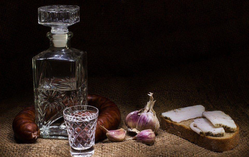 Эксперт объяснил, почему россияне стали пить меньше водки