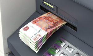 Эксперт рассказал, когда снятые в банкомате деньги могут забрать через суд