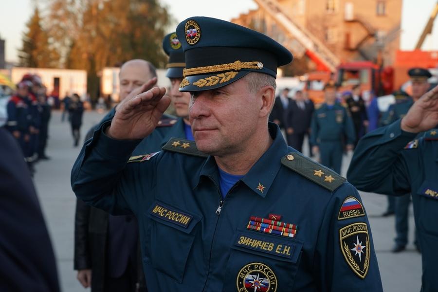 В Москве могут назвать улицу в честь погибшего главы МЧС Зиничева