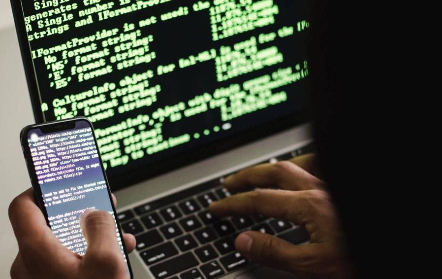 Миллионы на «русских хакеров»: стали известны подробности того, как российские журналисты снимают кино по заказу Запада