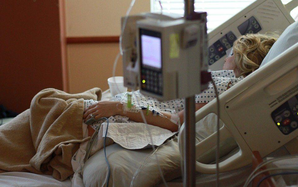 В России суд впервые наказал больницу за гибель пациента от COVID-19