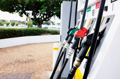 Экспорт сократился, ажиотажа нет: в правительстве пообещали осенью «нормальные» цены на бензин