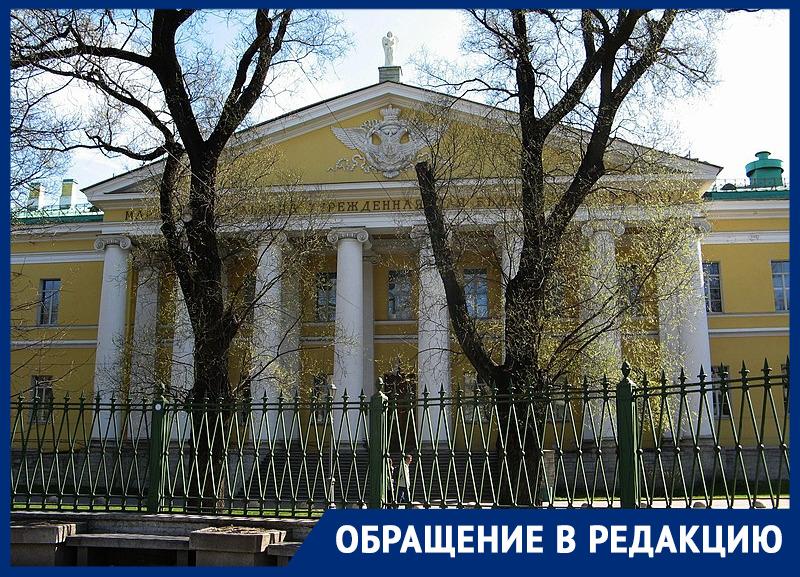 «Пришел своими ногами, атеперь еле говорит»: вреанимации петербургской больницы «похоронили» пациента, который ожил