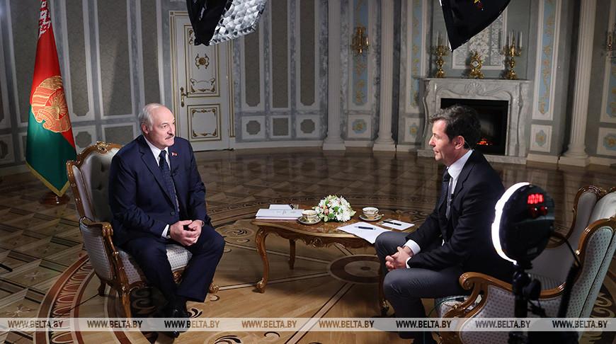 «Мы с Путиным достаточно умны»: Лукашенко назвал глупостью разговоры о вхождении Белоруссии в состав России