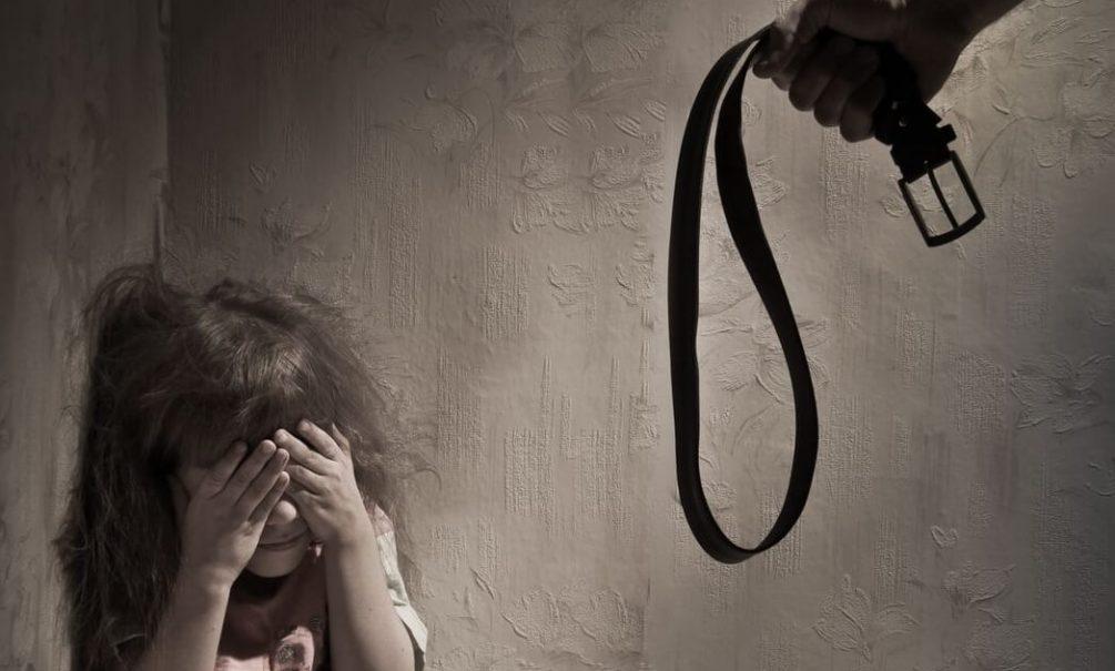 Россияне рассказали нужно ли бить детей