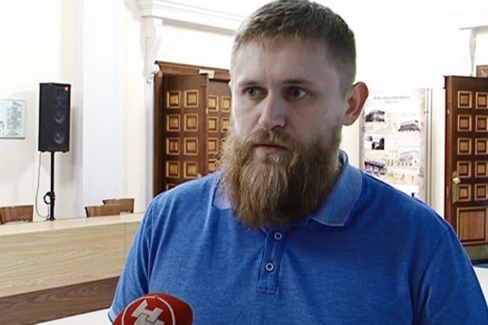 Новосибирского скульптора нашли в номере отеля с перерезанным горлом. Дверь была закрыта изнутри