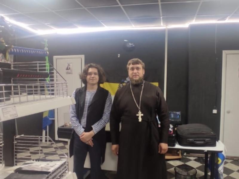 Аниме-магазин освятил православный священник в Воронежской области