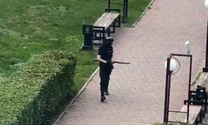 Пермского стрелка можно было остановить раньше: в сети появилось видео, подтверждающее это