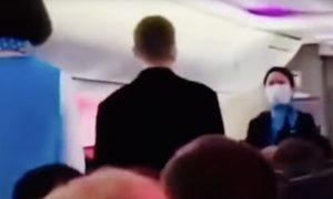 Россиянин сделал предложение стюардессе на высоте 10 тысяч метров
