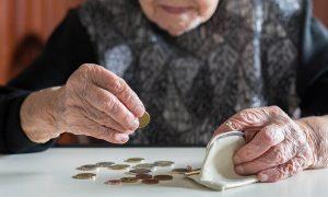 В России предрекли повышение пенсионного возраста и снижение пенсий
