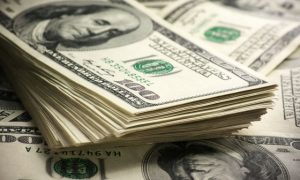 Самое время: эксперты назвали благоприятные периоды для покупки доллара
