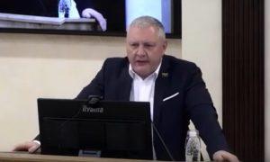 Депутат-справедливоросс  назвал антимасочников тварями, а QR-коды — фуфлом
